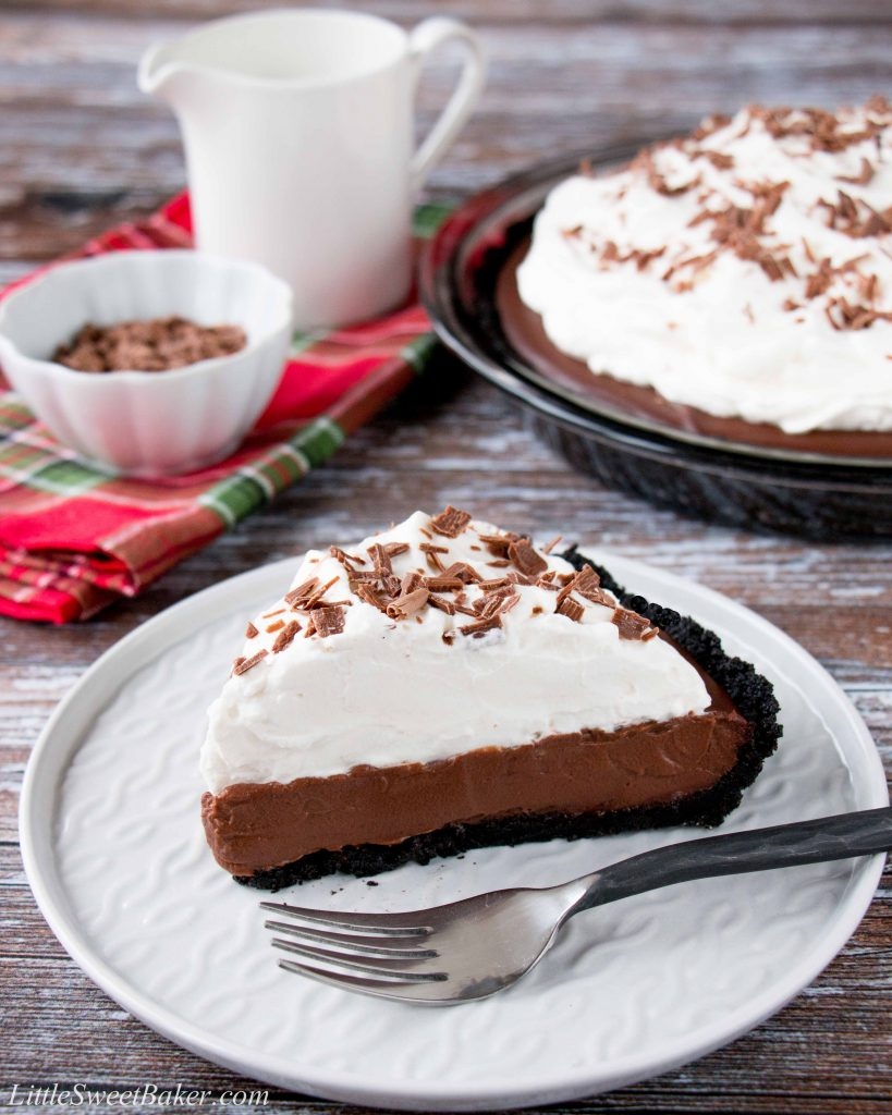 This chocolate pudding pie is made with a rich and silky homemade pudding over a chocolate cookie crust. It's topped with billowy clouds of whipped cream and sprinkled with chocolate shavings. #chocolatepuddingpie #easychocolatepuddingpie #bestchocolatepuddingpie #Thanksgivingdesserts #AD #milkcalendar