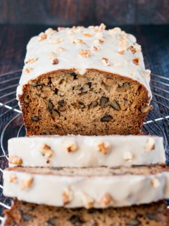 Moist banana bread meets the wonderful flavor of maple-walnut. #bananabread #maplewalnut #banananutbread #bananawalnutbread