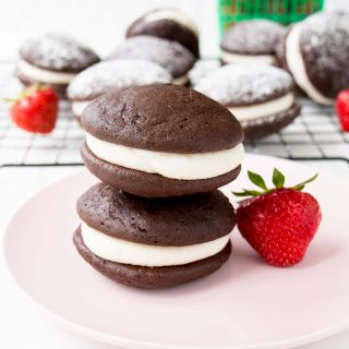 Soft, fluffy and moist chocolate cake rounds with vanilla buttercream sandwiched in between. #whoopiepies #chocolatewhoopiepies #vanillabuttercream