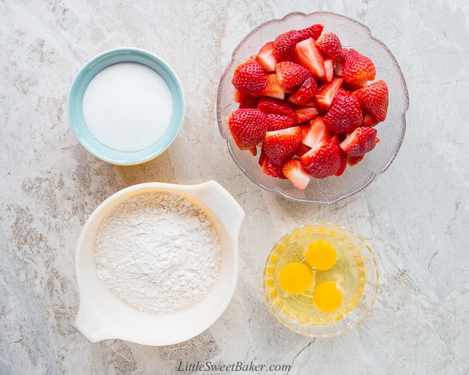 Ingredients of an easy fresh strawberry cake.