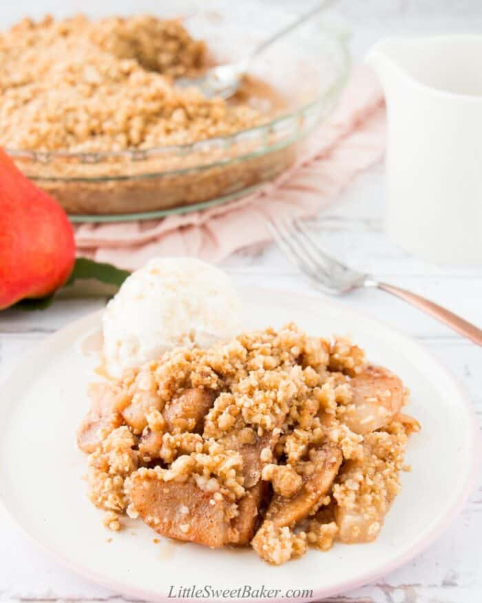 A serving of pear crisp with ice cream.